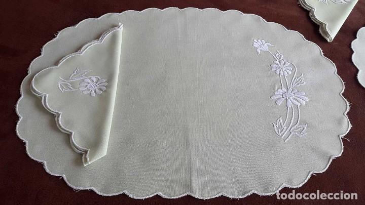 Artesanía: 2 INDIVIDUALES BORDADOS A MANO con servilletas. - Foto 3 - 91497765