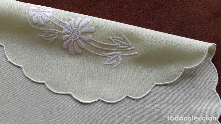 Artesanía: 2 INDIVIDUALES BORDADOS A MANO con servilletas. - Foto 5 - 91497765