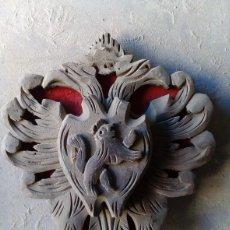 Artesanía: ESCUDO CASTELLANO TALLADO EN MADERA. Lote 92855225
