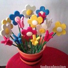 Artisanat: FLOR FLORES EN MADERA LOTE DE 16 - RAMO BONITOS COLORES - DECORACION -VER FOTOS NO SE INCLUYE MACETA. Lote 200305821