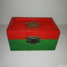 Artesanía: CAJA DECORATIVA NAVIDEÑA ARTESANAL/CHRISTMAS DECORATIVE BOX, PAINTED BY HAND. Lote 105204702