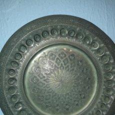 Artesanía: ANTIGUO PLATO ARABE DE BRONCE. Lote 114478978