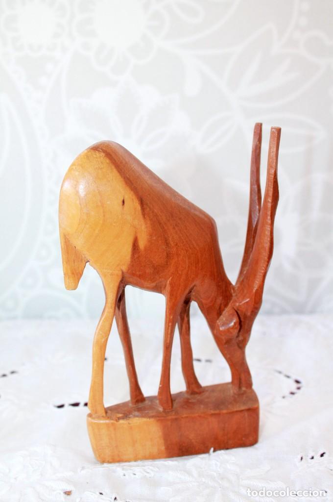 Artesanía: PAREJA DE ANTILOPES TALLADOS EN MADERA - Foto 2 - 116218223