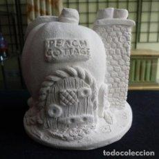 Artesanía: MELOCOTÓN CASA DE HADAS DE 10CM. FIGURA DE ESCAYOLA. Lote 120605843