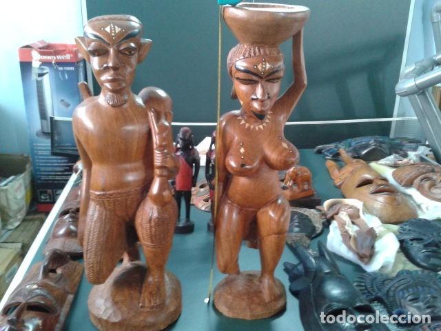 Artesanía: PAREJA TALLA MADERA AFRICANA CON INCRUSTACIONES EN HUESO MIDE 63 CM CADA UNA 1985 GRANDES - Foto 2 - 121049639