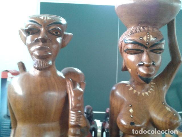 Artesanía: PAREJA TALLA MADERA AFRICANA CON INCRUSTACIONES EN HUESO MIDE 63 CM CADA UNA 1985 GRANDES - Foto 3 - 121049639