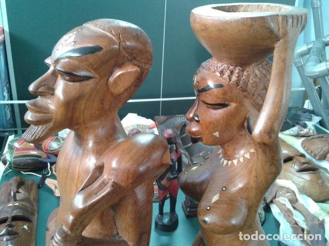 Artesanía: PAREJA TALLA MADERA AFRICANA CON INCRUSTACIONES EN HUESO MIDE 63 CM CADA UNA 1985 GRANDES - Foto 5 - 121049639