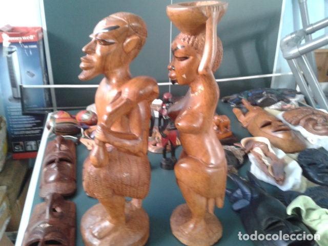 Artesanía: PAREJA TALLA MADERA AFRICANA CON INCRUSTACIONES EN HUESO MIDE 63 CM CADA UNA 1985 GRANDES - Foto 6 - 121049639