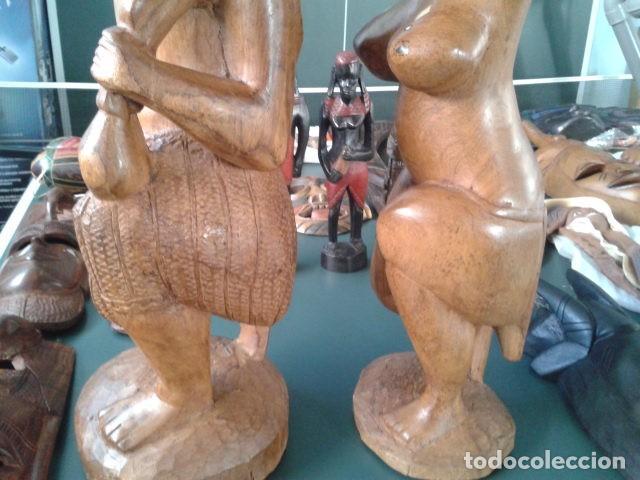 Artesanía: PAREJA TALLA MADERA AFRICANA CON INCRUSTACIONES EN HUESO MIDE 63 CM CADA UNA 1985 GRANDES - Foto 8 - 121049639