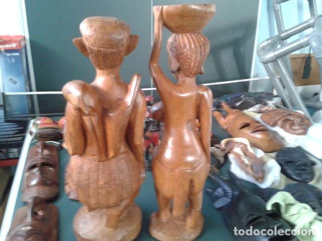 Artesanía: PAREJA TALLA MADERA AFRICANA CON INCRUSTACIONES EN HUESO MIDE 63 CM CADA UNA 1985 GRANDES - Foto 9 - 121049639
