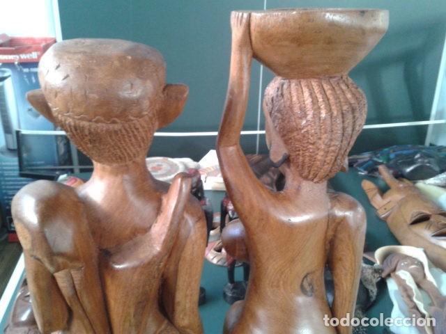 Artesanía: PAREJA TALLA MADERA AFRICANA CON INCRUSTACIONES EN HUESO MIDE 63 CM CADA UNA 1985 GRANDES - Foto 10 - 121049639