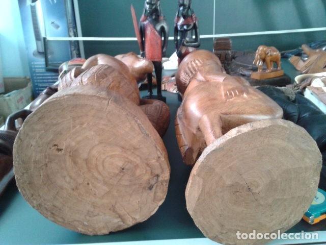 Artesanía: PAREJA TALLA MADERA AFRICANA CON INCRUSTACIONES EN HUESO MIDE 63 CM CADA UNA 1985 GRANDES - Foto 15 - 121049639