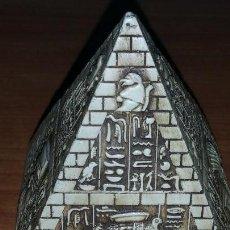 Artesanía: PIRÁMIDE CON IMÁGENES EGIPCIAS. Lote 121537179