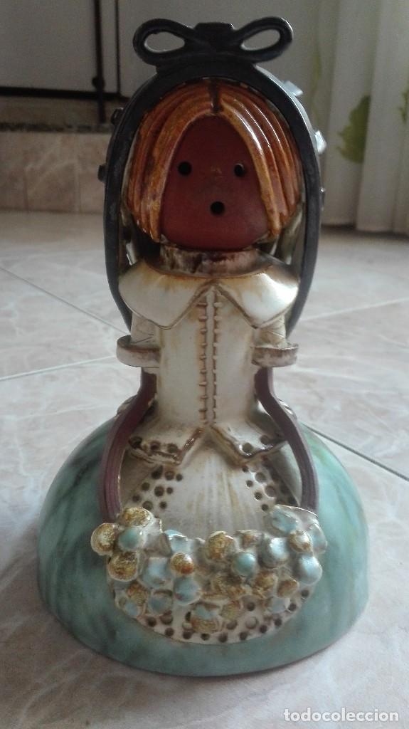 FIGURA DE BARRO DE LA FIRMA ELISA (Artesanía - Hogar y Decoración)