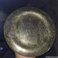 Artesanía: PLATO EGIPCIO DE COBRE O LATÓN CON MOTIVOS DEL PAÍS. Lote 128585159