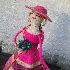 Artesanía: DAMA ELEGANTE - MUÑECA EN MIMBRE - POLICROMA - PROCEDENTE DE ECUADOR - 38 CMS. Lote 133892454