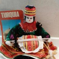 Artesanía: MUJER TEJEDORA TURCA. Lote 142353830