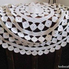 Artesanía: PRECIOSO TAPETE DE GANCHILLO DE 98 CM DE DIAMETRO HECHO A MANO. Lote 143772586