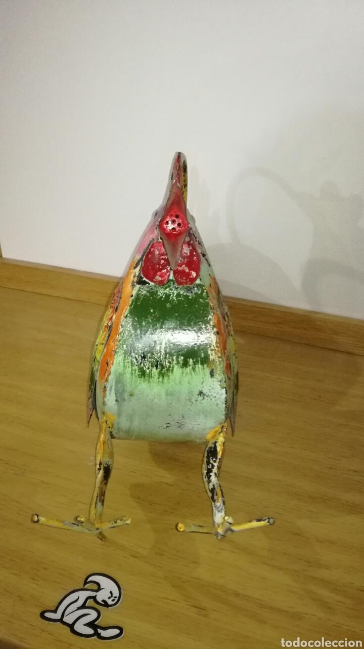 Artesanía: Bonito gallo de chapa vieja pintado - Foto 4 - 144130653