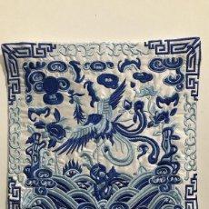 Artesanía: CHINA, ELEGANTE FUNDA DE ALMOHADA BORDADA EN 100% SEDA NATURAL, AVE FENIX. Lote 146897506