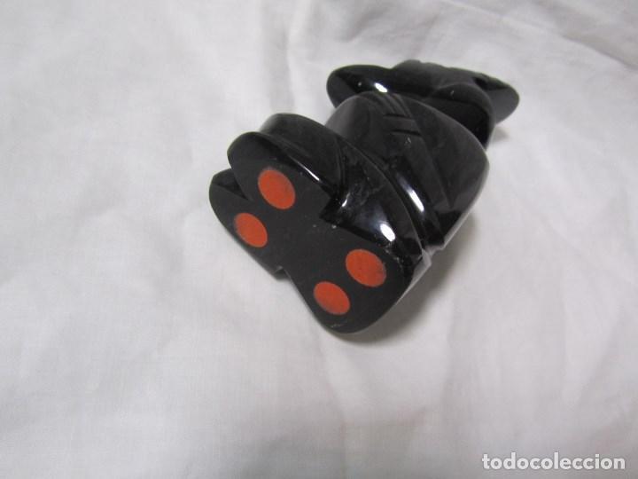 Kunsthandwerk: Figura tallada en obsidiana negra. Aborigen sentado. México - Foto 9 - 147384234