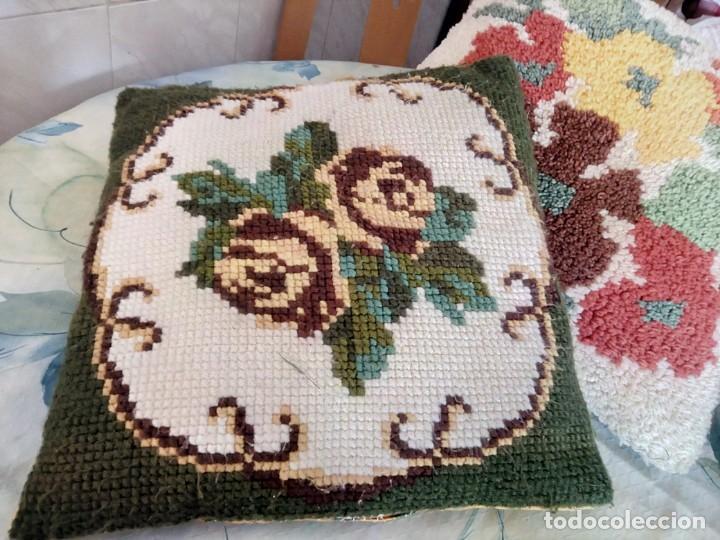 Artesanía: Lote de 2 cojines bordados a mano,motivo floral. - Foto 2 - 147781054