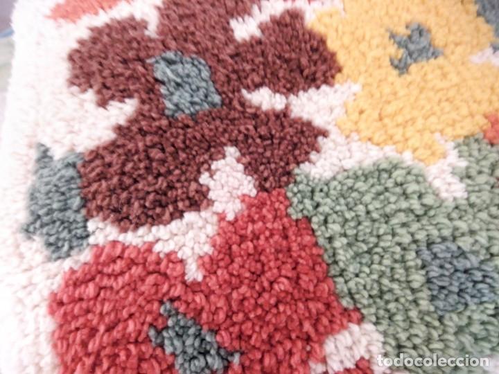 Artesanía: Lote de 2 cojines bordados a mano,motivo floral. - Foto 4 - 147781054