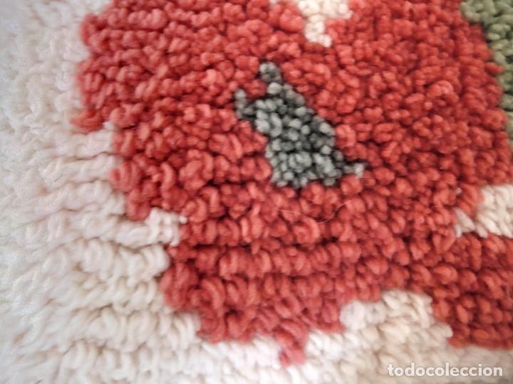 Artesanía: Lote de 2 cojines bordados a mano,motivo floral. - Foto 6 - 147781054