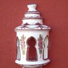 Artesanía: APLIQUE DE CERÁMICA, ESMALTADO EN BLANCO, FLORECITAS ROSAS. ALARGADO. PARA COLGAR EN LA PARED.. Lote 153330430