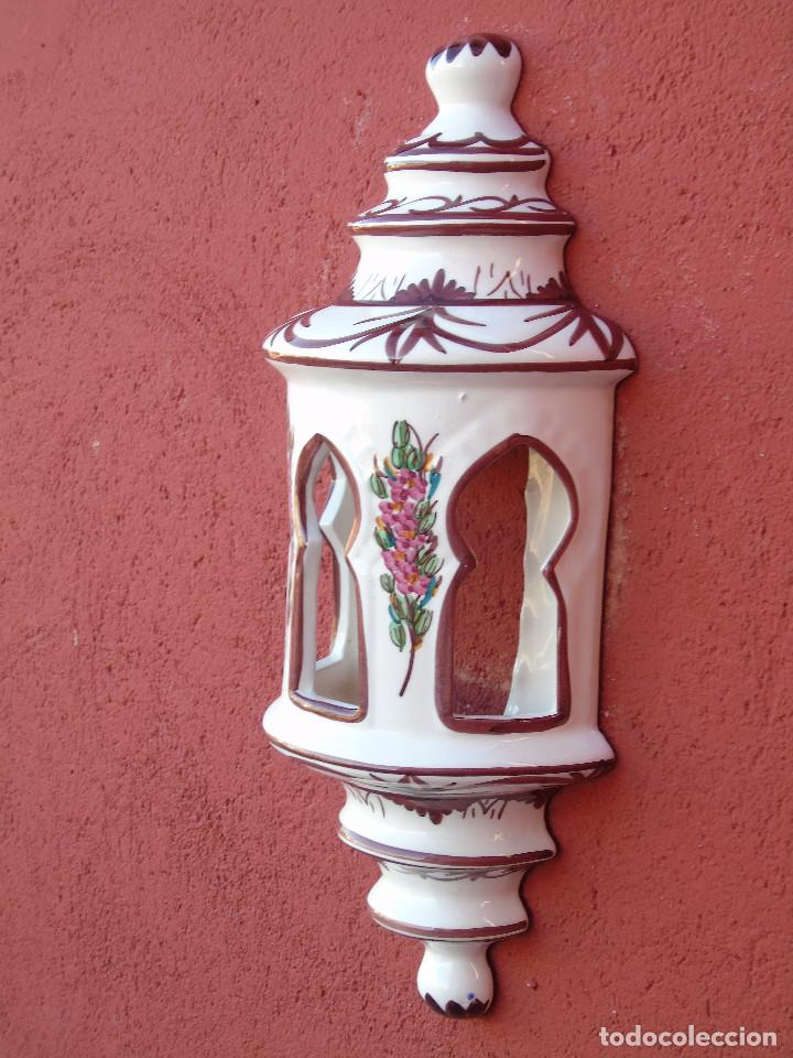 Artesanía: APLIQUE DE CERÁMICA, ESMALTADO EN BLANCO, FLORECITAS ROSAS. ALARGADO. PARA COLGAR EN LA PARED. - Foto 2 - 153330430