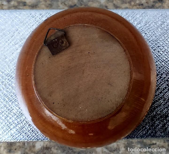 Artesanía: Cuenco antiguo, en madera, con un par de bailarines pintados en el interior. - Foto 2 - 155027742