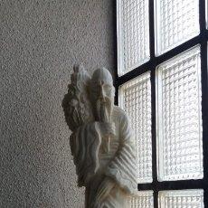 Artesanía: FIGURA DE MONJE EN ALABASTRO. Lote 174596082