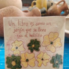 Artesanía: AZULEJO SOPORTE PARA LIBROS ✨. Lote 178086533