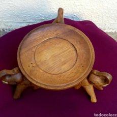 Artesanía: ANTIGUA PEANA. PEDESTAL ASIATICO. MADERA NOBLE, CON TALLAS DE ELEFANTES.. Lote 179232158