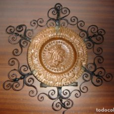 Artesanía: PLATO DE COBRE MONTADO EN HIERRO FORJADO EN PERFECTO ESTADO DIMENSIONES 30X 25 CM. Lote 179315030