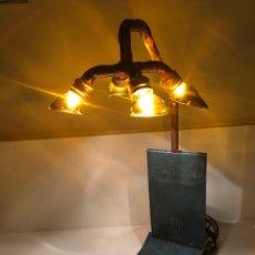 Artesanía: LAMPARA ARTESANAL DE LECTURA, REALIZADA CON LIBROS DE LA BIBLIOTECA GALLEGA Y COBRE. Lote 179521392