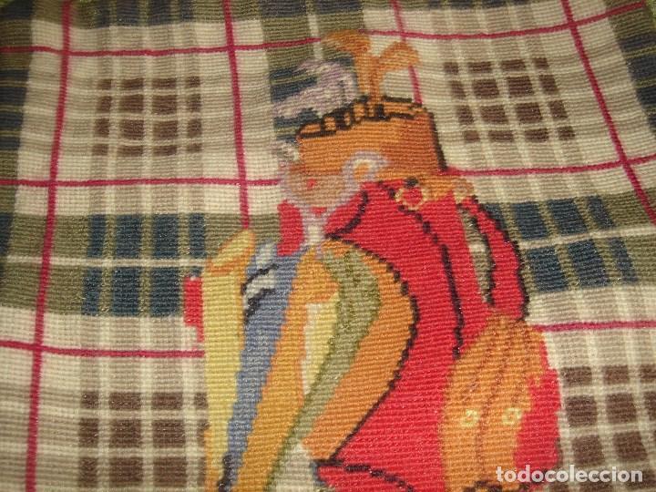 Artesanía: pareja de cojines de petit point 33 por 33 nuevos - Foto 4 - 183375052