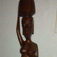Artesanía: MARAVILLOSA FIGURA DE MUJER AFRICANA HECHA EN MADERA. Lote 189171611