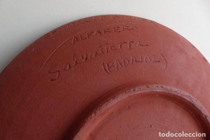 Artesanía: PLATO CERAMICA FRANCISCO GUILLEN - SALVATIERRA - BADAJOZ - ANTIGUO - Foto 3 - 193977941