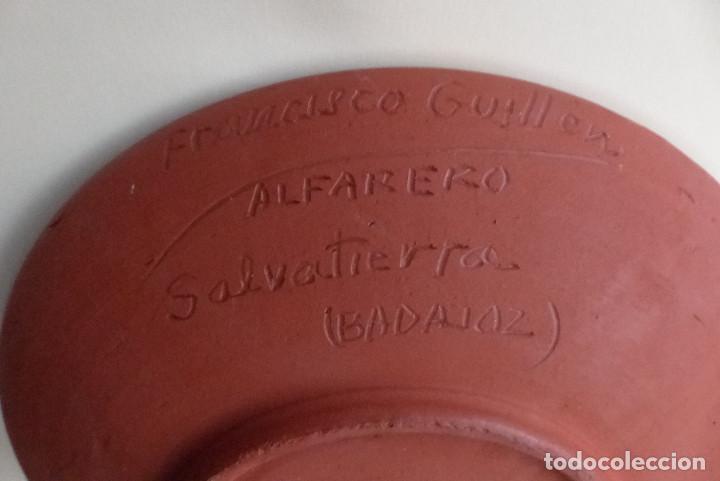 Artesanía: PLATO CERAMICA FRANCISCO GUILLEN - SALVATIERRA - BADAJOZ - ANTIGUO - Foto 4 - 193977941