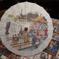 Artesanía: SOMBRILLA ESCENA ORIENTAL PARASOL PARAGUA PAPEL MADERA 48 CM DIÁMETRO. Lote 195494733