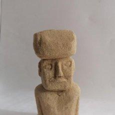 Artesanía: FIGURA DE LA ISLA DE PASCUA, EN PIEDRA ARENISCA DE VILLAMAYOR,SALAMANCA. Lote 196577598
