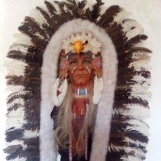 Artesanía: INDIO HECHO HA MANO EN MADERA AGUILA BLANCA Y PLUMAS DE AGUILA . Lote 198630365