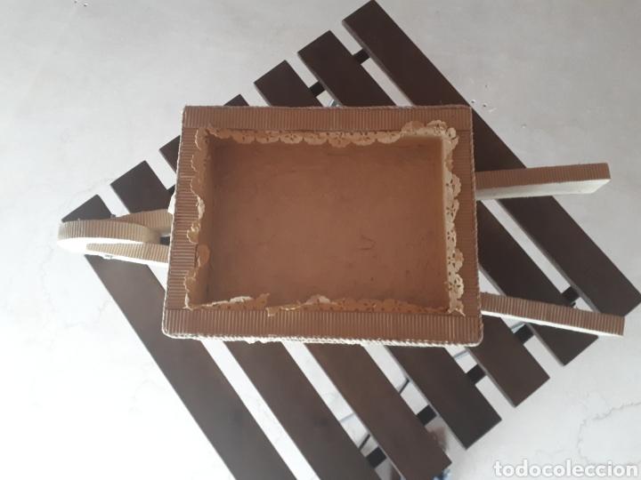 Artesanía: Carretilla papel reciclado cartón escaparatismo decoración - Foto 2 - 203595175