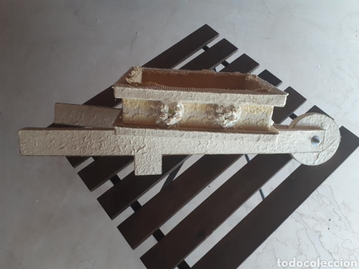 Artesanía: Carretilla papel reciclado cartón escaparatismo decoración - Foto 4 - 203595175