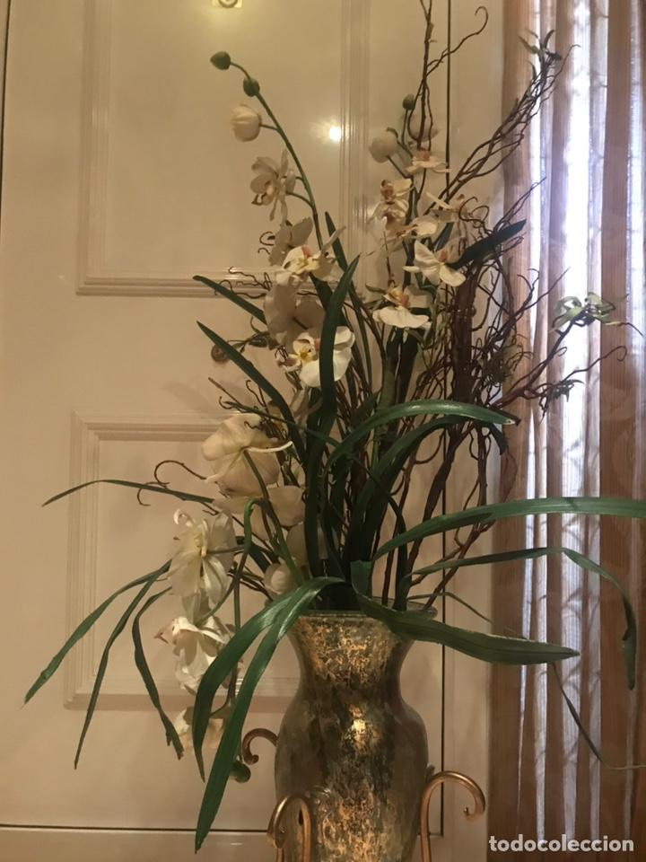 Artesanía: Jarrón de pie con flores - Foto 2 - 205208627