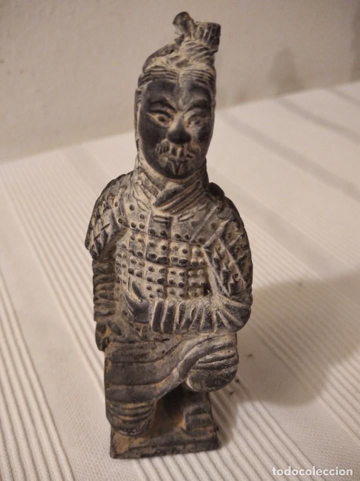 Artesanía: Guerreros de siam. Interesante lote de 5 figuras . Arcilla negra o terracota - Foto 2 - 208977568