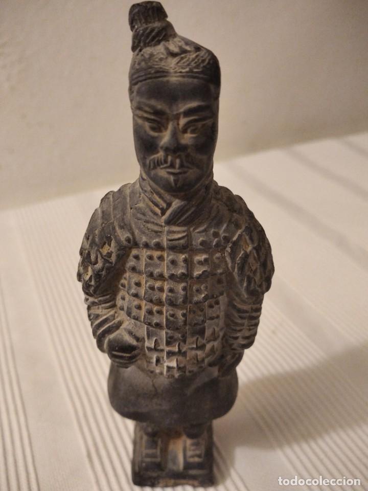 Artesanía: Guerreros de siam. Interesante lote de 5 figuras . Arcilla negra o terracota - Foto 5 - 208977568