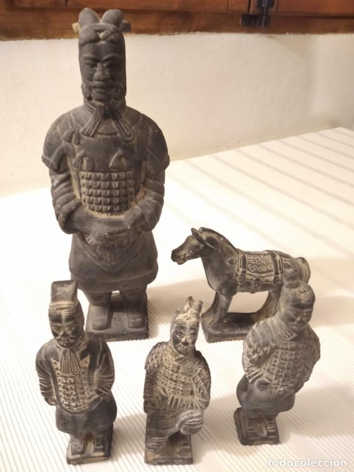 Artesanía: Guerreros de siam. Interesante lote de 5 figuras . Arcilla negra o terracota - Foto 6 - 208977568