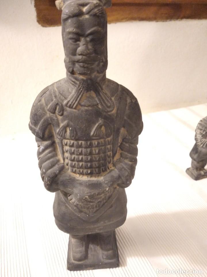 Artesanía: Guerreros de siam. Interesante lote de 5 figuras . Arcilla negra o terracota - Foto 10 - 208977568